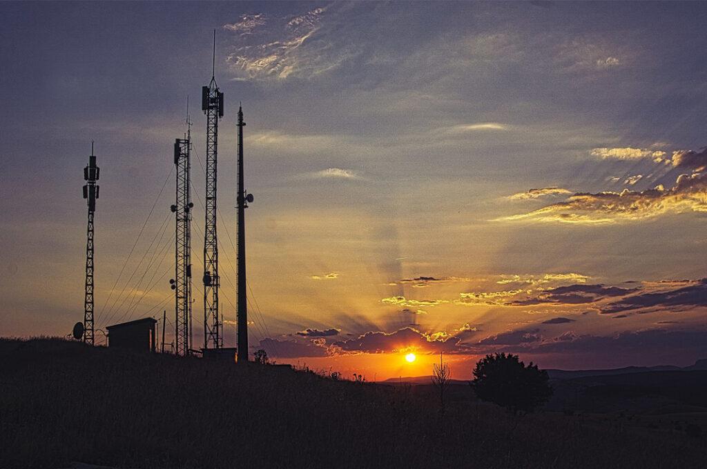 Conectividad antenas al atardecer